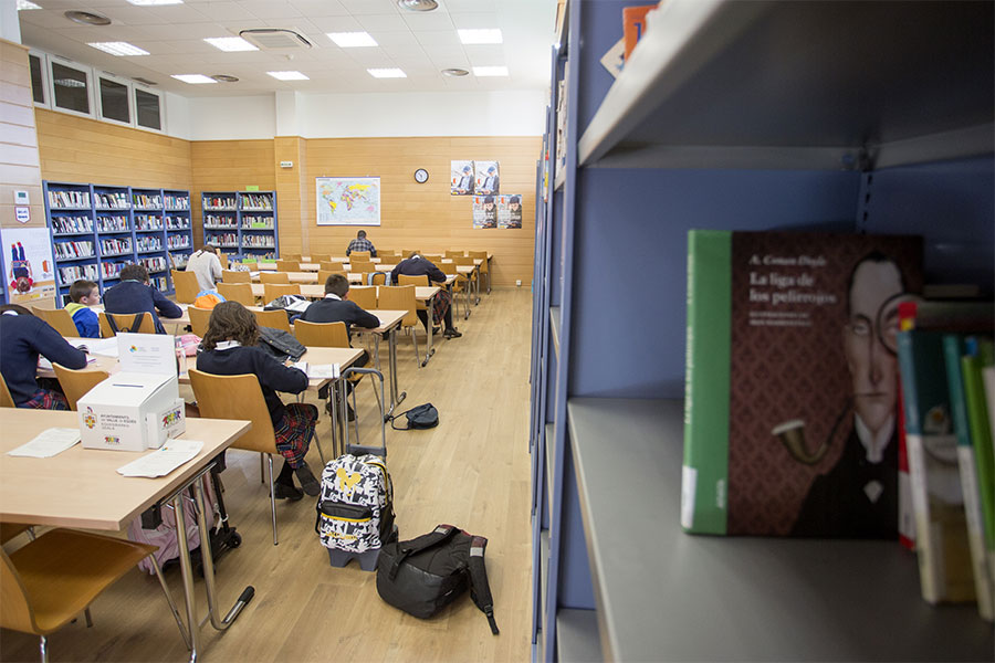 biblioteca-olaz-2-egues